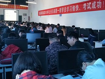航帆培训2018年云南省公务员考试刷题一班培训课堂图片